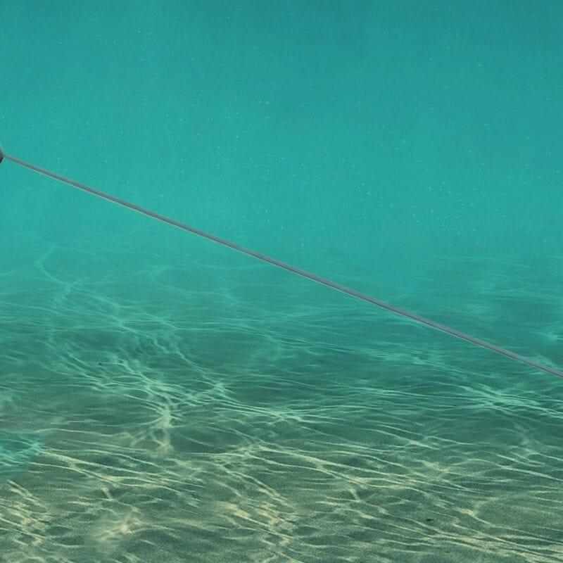 Wir sehen einen Unterwasserdrachen. Wir sehen unter Wasser und sehen ein graues Gerät / Drachen, das sind die Gezeitendrachen.