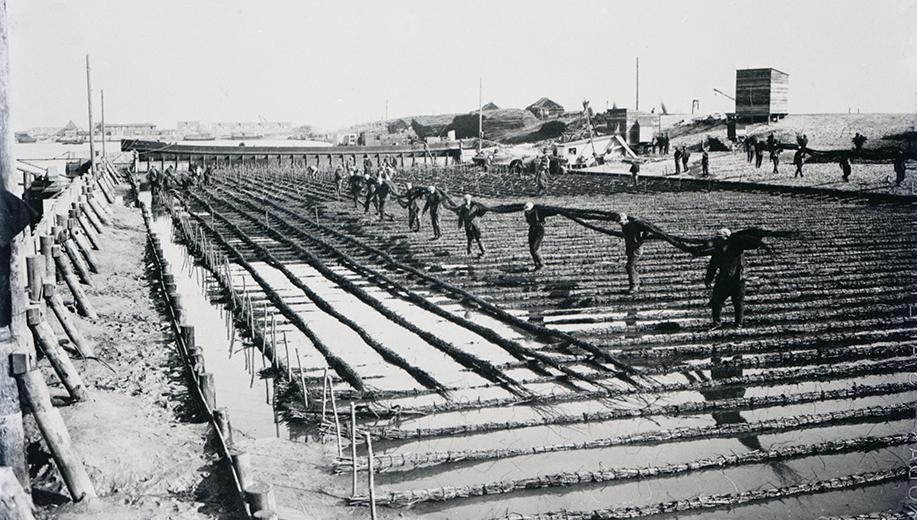 3-1928-de-wiep-wordt-op-zijn-plek-gelegd