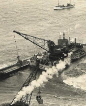 afsluitdijk-cruising-over-water-11817_3