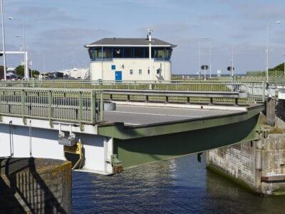 current bridges Kornwerderzand